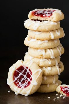These delicious Raspberry Almond Shortbread Thumbprint Cookies are perfect for your cookie exchange! Visit our 100 Days of Homemade Holiday Inspiration for more recipes, decorating ideas, crafts, homemade gift ideas and much more!