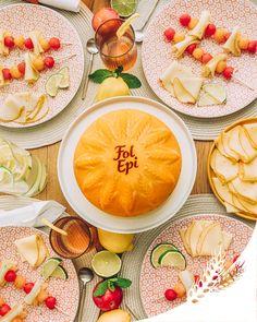 C'est dans un décor tout en rondeur inspiré de la forme généreuse de la petite meule Fol Epi que l'on partage un goûter coloré avec des brochettes de Fol Epi, melon et pastèque. Ça vous tente ?