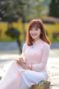D | bởi davidjoey Vietnamese Traditional Dress, Traditional Dresses, Pretty Asian, Beautiful Asian Women, Ao Dai, Asian Fashion, Girl Fashion, Vietnam Girl, Cute Beauty