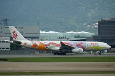 Dragonair's Airbus with Anniversary special livery waiting for its turn to take off at Hong Kong International Airport. Fixed Wing Aircraft, Dragonair, Aircraft Painting, Kitty Hawk, Cape Canaveral, Jet Engine, Paint Schemes, 20th Anniversary, Airports