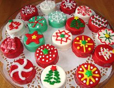 Christmas Dipped Oreo Cookies