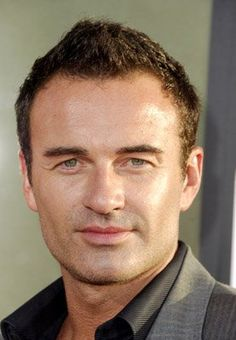 Julian McMahon at event of The Lake House