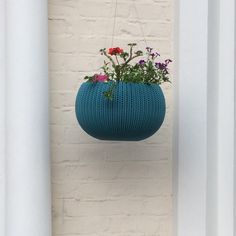 Somehow quite like this plant hanger!