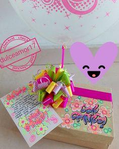 Hermosos detalles 💜 @dulceamor17 Hermosos desayunos, meriendas y anchetas sorpresa ... | Yooying Breakfast Basket, Unicorn Rooms, Candy Bouquet, Birthday Diy, Diy Party, Cardmaking, Anniversary Gifts, Origami, Diy And Crafts