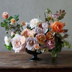 Bouquet of roses. Beautiful Flower Arrangements, Wedding Flower Arrangements, Floral Arrangements, Wedding Flowers, Centerpiece Decorations, Floral Centerpieces, Flower Decorations, Amazing Flowers, Beautiful Roses