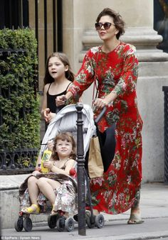 elizabethswardrobe:  Maggie Gyllenhaal with her daughters Romona and Gloria in Paris.