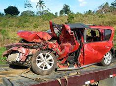 #LEIAMAIS WWW.OBSERVADORINDEPENDENTE.COM SANTO ANTº DE JESUS:  Acidente com 4 veículos deixa três feridos e destrói carro na BR-101