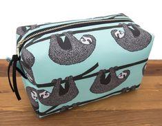 Sloth Makeup Bag - Sloth Gifts for Women - Dont Hurry Be Happy - Cute Sloth Bag - Baby Sloth Cosmeti Baby Sloth, Cute Sloth, Large Makeup Bag, Makeup Bags, Makeup Bag Organization, Makeup Storage, Cat Bag, Gifts For Teens, Toiletry Bag