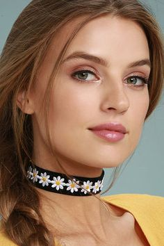 We may be dazed but we are not confused, we know we love the Vanessa Mooney Dazed Black Velvet Choker Necklace! Soft black velvet choker is finished with linked white daisies. Most Beautiful Faces, Stunning Eyes, Beautiful Lips, Beautiful Girl Image, Beautiful Redhead, Gorgeous Women, Belle Silhouette, Pretty Eyes, Beauty Women