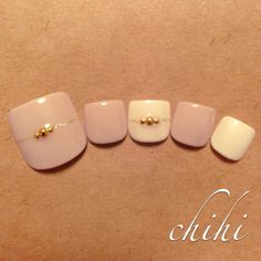 The advantage of the gel is that it allows you to enjoy your French manicure for a long time. There are four different ways to make a French manicure on gel nails. Kaki Nails, Nude Nails, Pink Nails, My Nails, Manicure, Pedicure Nail Art, Toe Nail Art, Feet Nail Design, Toe Nail Designs
