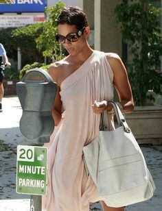 More Pics of Halle Berry Pixie, Diy Abschnitt, Halle Berry Pixie, Short Pixie, Pixie Cut, Royal Fashion, Star Fashion, Halle Berry Hairstyles, Diy Halloween Costumes, Her Style, Lounge Wear