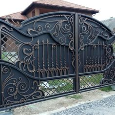 4 Smart Clever Ideas: Folding Fence Gate steel fence and gates. Home Gate Design, Steel Gate Design, Front Gate Design, Main Gate Design, Fence Design, Door Design, Metal Gates, Wrought Iron Gates, Metal Fence