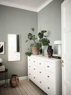 Sage Bedroom, Green Master Bedroom, Green Bedroom Walls, Green Bedrooms, Bedroom Wall Colors, Room Ideas Bedroom, Home Decor Bedroom, Green And White Bedroom, Sage Green Walls