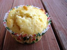 Taste of the tropics - Lime-Coconut-White Chocolate Chip Muffins Donut Muffins, Coffee Cake Muffins, Cinnamon Muffins, Paleo Recipes Easy, Easy Smoothie Recipes, Coconut Recipes, Snack Recipes, Cranberry Muffins, Muffins Blueberry