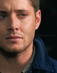 Jensen Ackles as Dean Winchester in Supernatural. When he cries.i fine myself crying too. Castiel, Supernatural Dean, Supernatural Fanfiction, Supernatural Seasons, Sam E Dean Winchester, Winchester Brothers, Jean Jacques Goldman, Cw Series, First World Problems