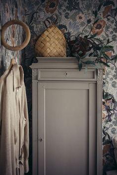 Cabinet parisian ideas makeover for furniture deco Furniture, Interior, Master Bedroom Design, Vintage House, Home Decor, House Interior, Small Room Bedroom, Home Deco, Interior Wallpaper