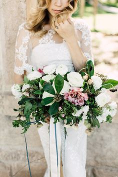 oversized leaf bouquet - photo by Plum and Oak Photo http://ruffledblog.com/moody-agate-wedding-inspiration