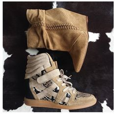 Oh I am loving those tan boots!!