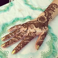 Modern western NYC style floral mehndi by Victoria Welch #blurberrybuzz #henna #minneapolis