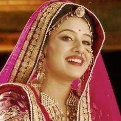 Beautiful Girl Indian, Beautiful Indian Actress, Beautiful Actresses, Wedding Lehenga Online, Anushka Photos, Rajputi Dress, Bollywood Dress, Bride Portrait, Royal Dresses