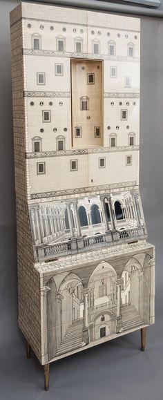 Piero Fornasetti (1913-1988), diseñador italiaño, pintor, escultor, decorador de interiores y grabador. Polifacético artista del siglo pasado con un legado de más de 11.000 piezas.