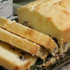 Minha experiência: Não acreditava que fosse ficar igual. Como a receita dá para fazer 2 bolos em forma de bolo ingles, eu decidi fazer um de...