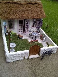 by Gill Red Bloor by oldrose Miniature Houses, Miniature Fairy Gardens, Miniature Dollhouse, Vitrine Vitrine Miniature, Miniature Rooms, Miniature Crafts, Miniature Fairy Gardens, Miniature Houses, Miniature Furniture, Dollhouse Furniture, Fairy Garden Houses, Garden Art