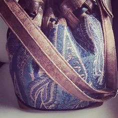 Voici le sac Calypso de Sacôtin. #sacotin #calypso #saccalypso #sac #driessenstoffen #similicuir #tissus #passepoil #ruban #sangle