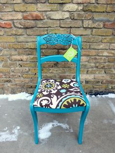i have tons of chairs like this in bad condition so i don't feel bad painting them.  totally going to do this!