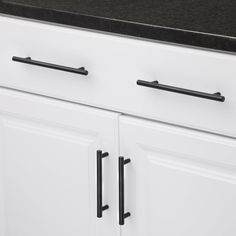Bring brilliant functionality to your kitchen cabinets by installing this durable Hickory Hardware Metropolis Matte Black Pull. Types Of Kitchen Cabinets, Shaker Style Cabinets, Farmhouse Kitchen Cabinets, Kitchen Cabinet Colors, Kitchen Reno, Kitchen Remodel, Kitchen Ideas, Black Cabinet Hardware, Kitchen Cabinet Hardware