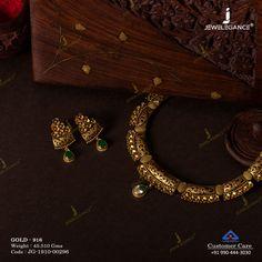 Jadtar Necklace Set jewellery for Women by jewelegance. ✔ Certified Hallmark Premium Gold Jewellery At Best Price Jewelry Design Earrings, Gold Earrings Designs, Gold Jewellery Design, Indian Gold Necklace Designs, Antique Jewellery, Indian Jewelry Sets, Indian Wedding Jewelry, Gold Jewelry Simple, Trendy Jewelry