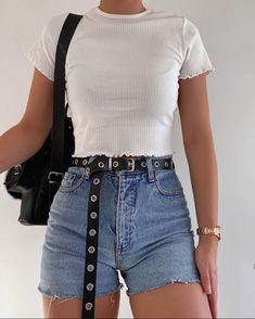 New Casual Outfits and Street Style Fashion Ideas Of Trend Clothes ideas casual summer outfits Cute Casual Outfits, Retro Outfits, Simple Outfits, Stylish Outfits, Casual Shorts Outfit, Simple Ootd, Teen Fashion Outfits, Mode Outfits, Look Fashion