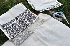 Folk Costume, Costumes, Picnic Blanket, Outdoor Blanket, Peasant Blouse, Diy And Crafts, Cross Stitch, Traditional, Quilts
