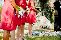 An bright accent color is the perfect compliment to an Outer Banks wedding. Daniel Pullen Photography I Outer Banks Wedding Association http://www.outerbanksweddingassoc.org/membersearch/memberpage.html?MID=1847=Photographers=16