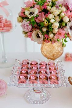 Festa Lançamento Blog Bella Fiore Decor Rosa e Dourado Arranjo Flor e Doces