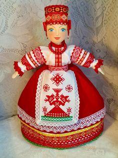Кукла  в русском стиле с ручной вышивкой-оберегом на чайник.