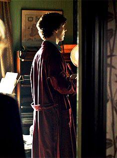 """ Sherlock Meme Outifits: Sherlock's glorious red dressing gown "" Sherlock Fandom, Sherlock Bbc, Sherlock Poster, Benedict Sherlock, Martin Freeman, Gotham, Detective, Fanfiction, John Watson"