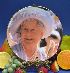 "Royal Albert Tim Graham Queen Mother  ""East End Welcome"""