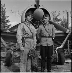 Fighter aces Jorma Karhunen (31 victories) Ilmari Juutilainen (94 victories) and dog Peggy Brown (0 victories). Römpötti Finland 1942 [2374x2395]