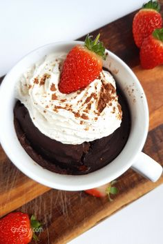Keto Chocolate Mug Cake I can't wait to try this KETO chocolate mug cake! Healthy and simple low carb mug cake that you can make in your microwave. This is a super easy recipe on how to make a yummy & moist keto mug cake using alm Dessert Bars, Dessert Mousse, Keto Dessert Easy, Paleo Mug Cake, Keto Chocolate Mug Cake, Chocolate Mug Cakes, Dessert Chocolate, Low Carb Mug Cakes, Low Carb Desserts