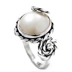Inel realizat din argint, ornamentat cu perlă mabe.  În stoc există mărimile 52 și 54.  Cod produs: CI5457 Greutate: 8.06 gr. Lungime: 1.80 cm Circumferință inel: 52 mm