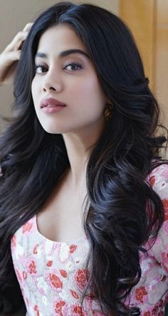 Janhvi Kapoor floating hair and live hair , Beautiful hair of jahnvi kapoor and Janhvi Kapoor animated pic. This is live picture of janhvi kapoor , you can u. Beautiful Bollywood Actress, Most Beautiful Indian Actress, Beautiful Actresses, Mode Bollywood, Bollywood Fashion, Bollywood Hair, Bollywood Celebrities, Beauty Full Girl, Beauty Women