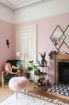 43 Attractive Pink Living Room Designs Ideas That Looks So Charming - Color schemes come and go with different design trends, but pink has always been a favorite among designers. Contrary to popular belief, it's not just. Pastel Living Room, Living Room Accents, Living Room Colors, Living Room Designs, Pink Living Rooms, Living Room Update, My Living Room, Living Room Decor, Bedroom Decor