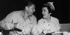 images of nancy reagan | ... de série B et ex-Première dame américaine, Nancy Reagan est morte Nancy Reagan, Ronald Reagan, Chef Jackets, Che Guevara, Images, First Ladies, Death, Beginning Sounds