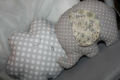 Bienvenue à: Tuto coussins nuages, des oiseaux, des faons, gouttes d'eaux & Elephants Sewing Projects For Kids, Sewing For Kids, Baby Sewing, Projects To Try, Coin Couture, Baby Couture, Couture Sewing, Elephant Quilt, Baby Pillows