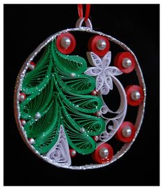 Christmas Tree Pendant ~ - Quilling Deco Home Trends Paper Quilling Tutorial, Paper Quilling Patterns, Paper Quilling Jewelry, Origami And Quilling, Quilled Paper Art, Quilling Paper Craft, Paper Crafts, Quilling Christmas, Christmas Diy
