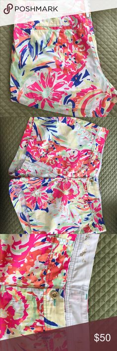 Lilly Pulitzer Casa Banana Shorts VGUC Lilly Pulitzer Callahan shorts in Casa Banana size 14. I am second owner, but only wore twice. No piling or other imperfections that I see. Lilly Pulitzer Shorts