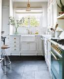 7 tips for storing spices - HomeDBS Patio Flooring, Kitchen Flooring, Kitchen Backsplash, Backsplash Ideas, Kitchen Island, Ceramic Tile Cleaner, Slate Floor Kitchen, Slate Stone, Tile Grout