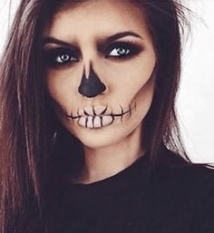 Super simple skull makeup for Halloween Make up Halloween Ideen Easy Halloween Makeup, Sugar Skull Halloween, Halloween Looks, Scary Halloween, Halloween Makeup Tutorials, Simple Halloween Costumes, Beautiful Halloween Makeup, Skeleton Halloween Costume, Halloween Hair