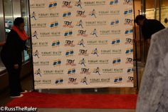 "Run 2 Live uses eSigns.com! Check out their totally awesome review, ""Step and Repeat banner for our Pre Marathon Dinner was a hit."" -Stephen J."